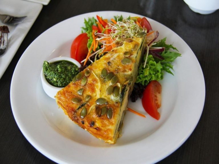 New Zealand Food Culture: 9 Popular Dishes You Must Try